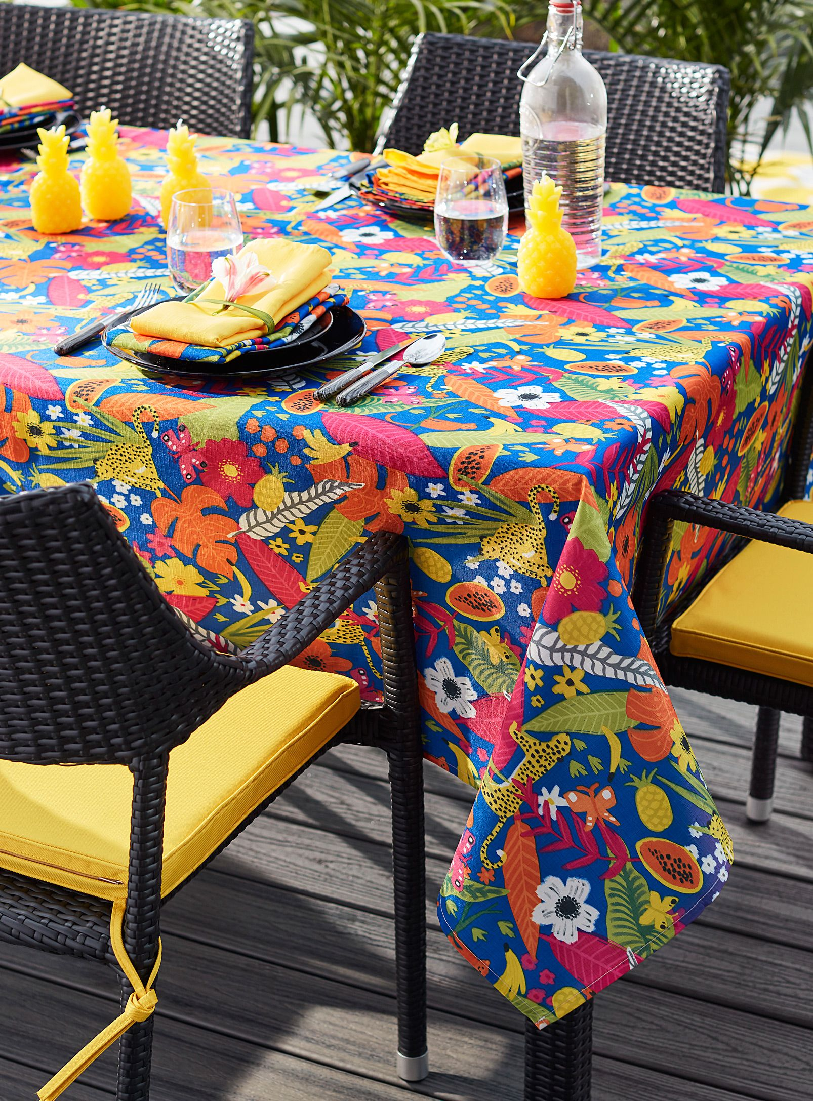 Incroyable Tropical Paradise Tablecloth | Simons Maison | Trendy Printed Tablecloths  Available Online | Simons