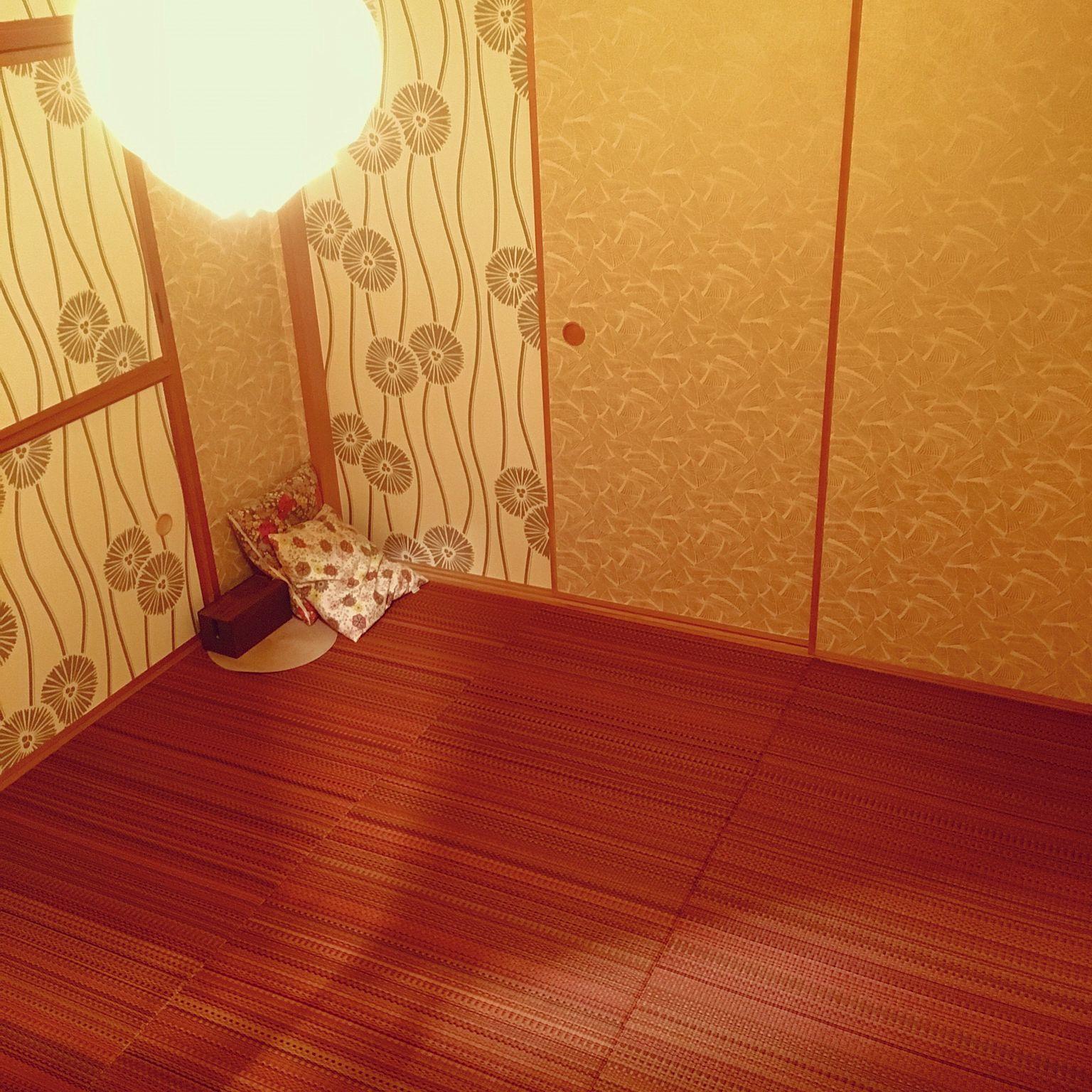 3ldk 家族住まいの襖に壁紙 照明 Le Klint 和室 Diy 寝室 などについてのインテリア実例を紹介 和室 壁紙 モダン 襖 和室 壁紙