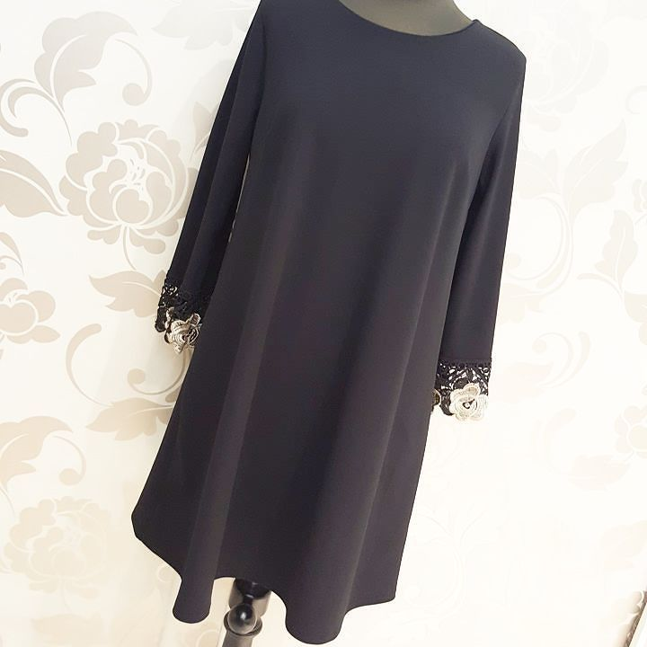 #abito #svasato #bordo merletto #nero ed oro #maniche #valeria #abbigliamento
