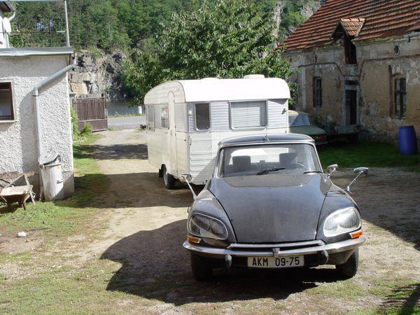 citro n ds et caravane digue baronnette caravanes camping cars vintages pinterest digue. Black Bedroom Furniture Sets. Home Design Ideas