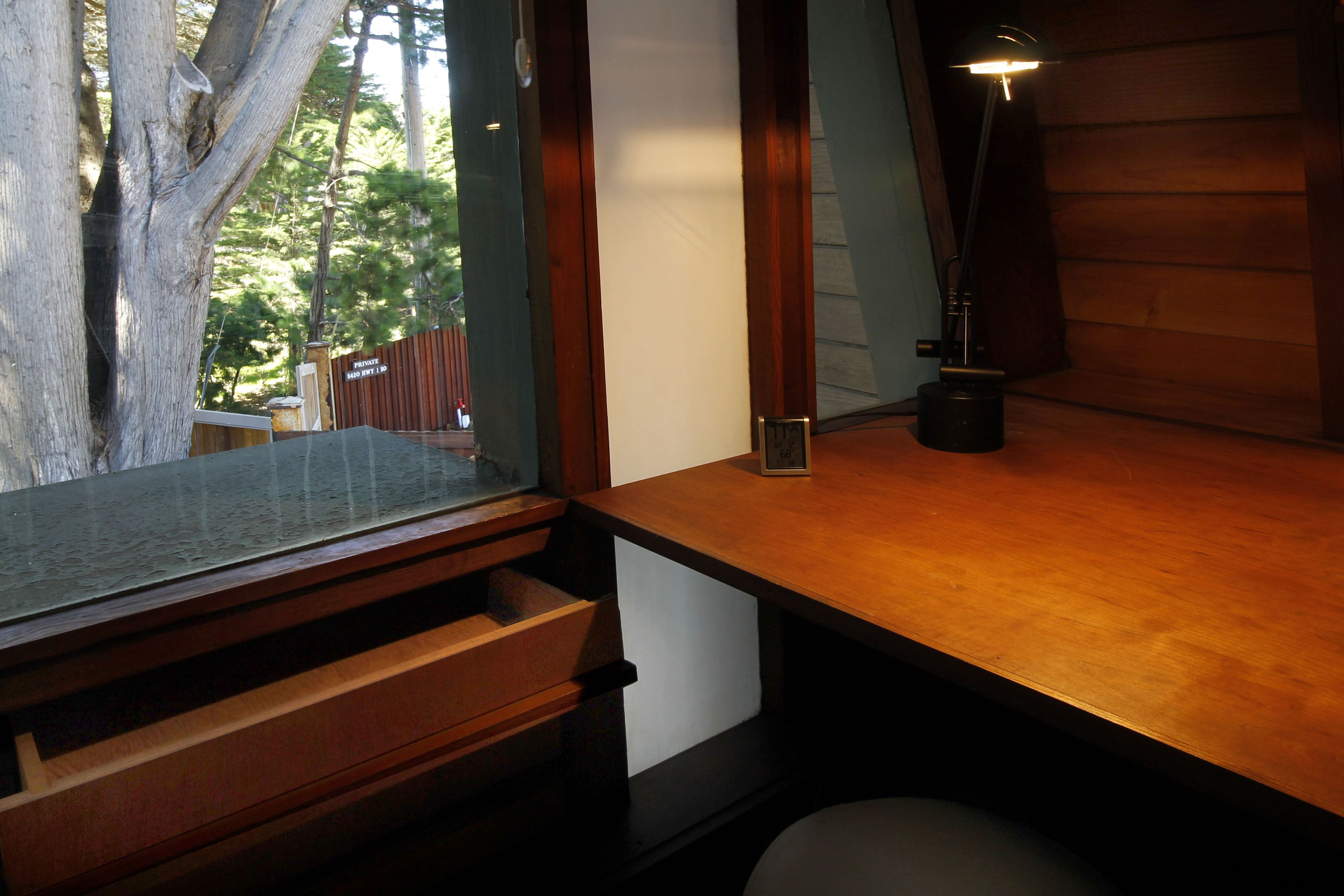 Main House upper level master bedroom reading alcove with