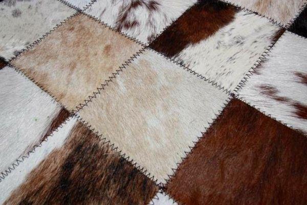 Kuhfell Teppich Im Wohn Oder Schlafzimmer Verlegen Patchwork