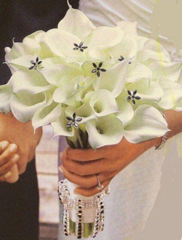 BRIDAL BOUQUETS   Beautiful Winter Wedding Bouquets   Weddingomania