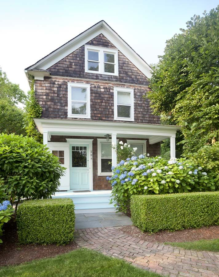 A Bright And Airy Beach Cottage In The Hamptons