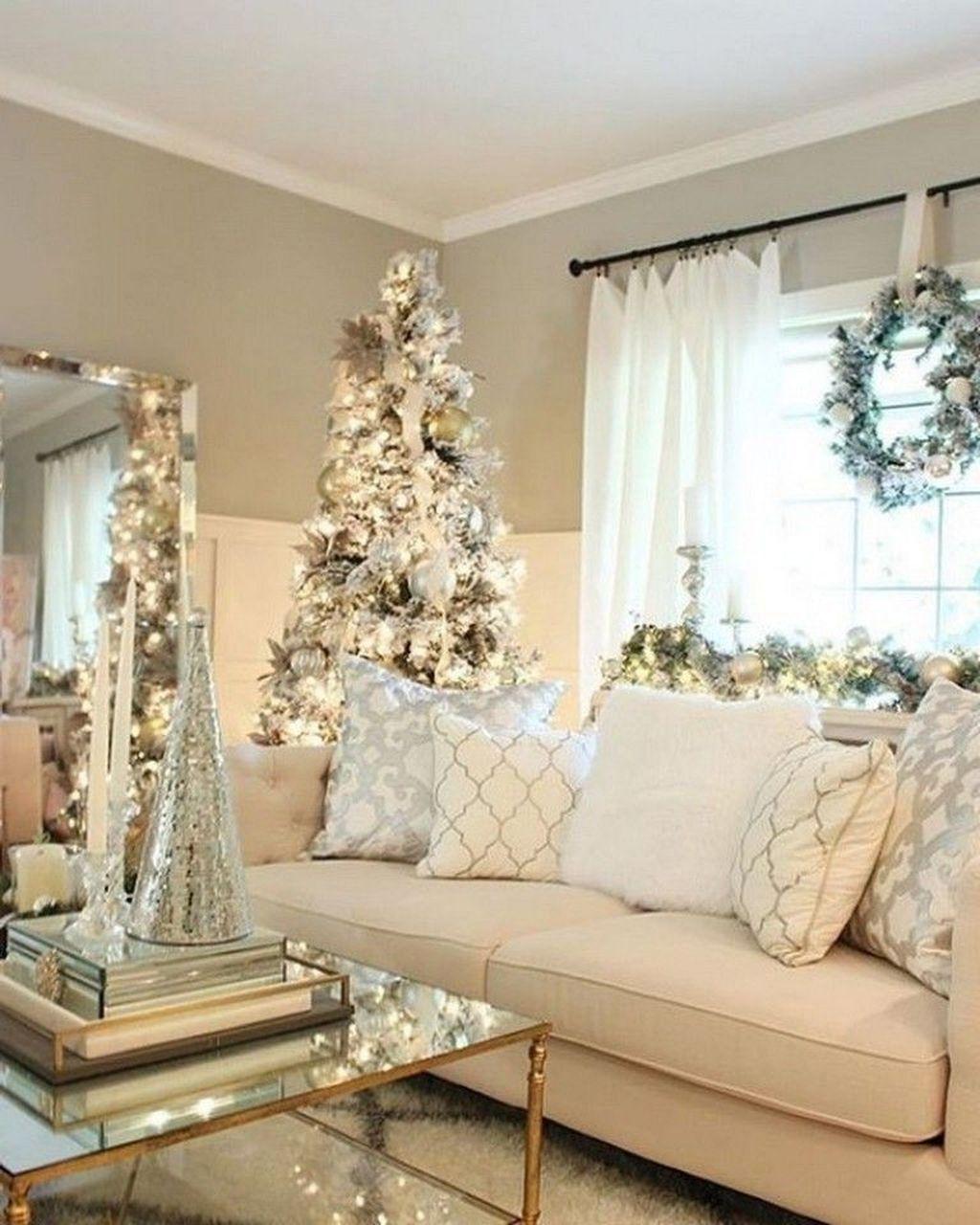 30+ Inspiring Christmas Decoration Ideas For Your Living Room #christmasdecorideasforlivingroom