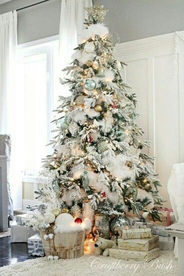 Beautiful Christmas Tree With Snowy Branches And Lots Of White Decor Christmas Tree Amazing Christmas Trees Beautiful Christmas Trees Flocked Christmas Trees
