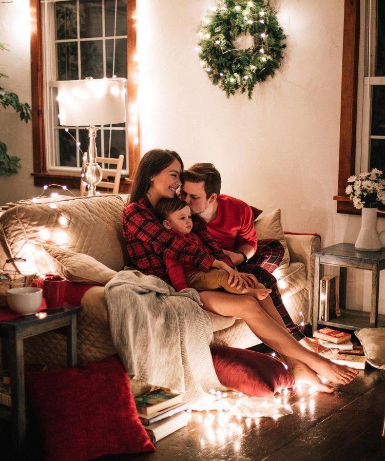 Christmas Family Photos -   19 christmas photoshoot family indoor ideas