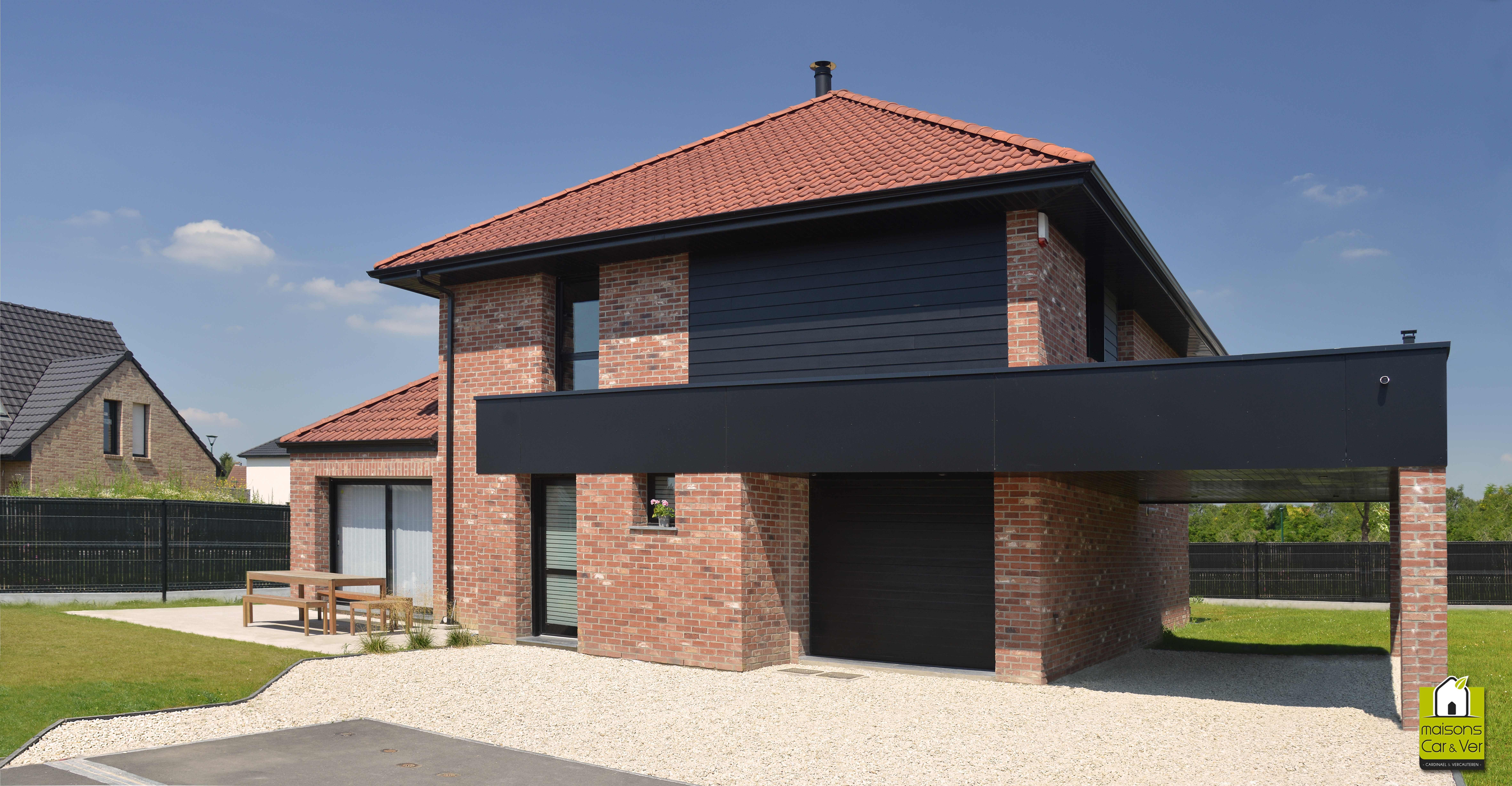 Maison brique toit 4 pans | Maison individuelle | House styles, Home ...
