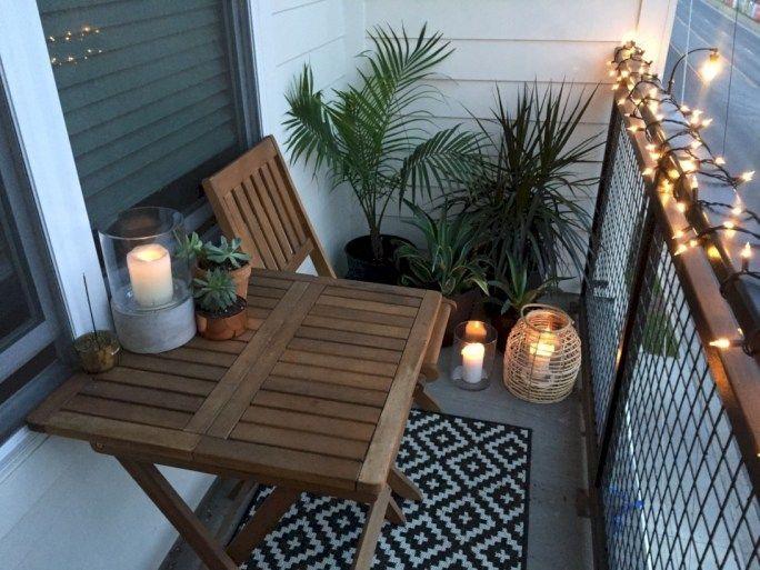 42 Creative Small Apartment Balcony Dekorieren von Ideen mit kleinem Budget - Molly Ann - Diy #wohnungbalkondekoration