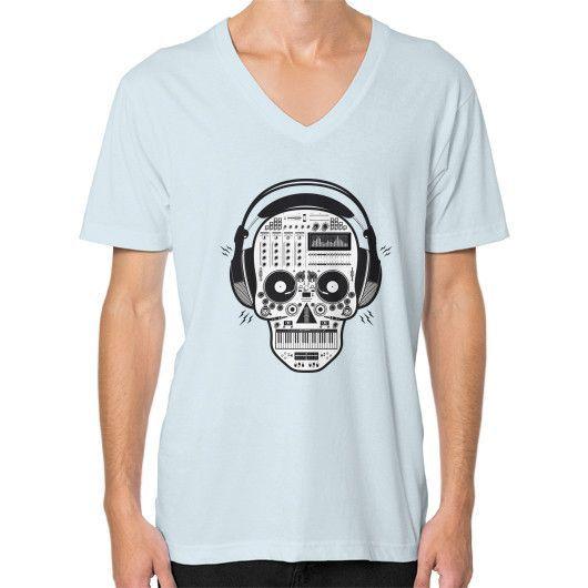 Skull DJ V-Neck (on man)