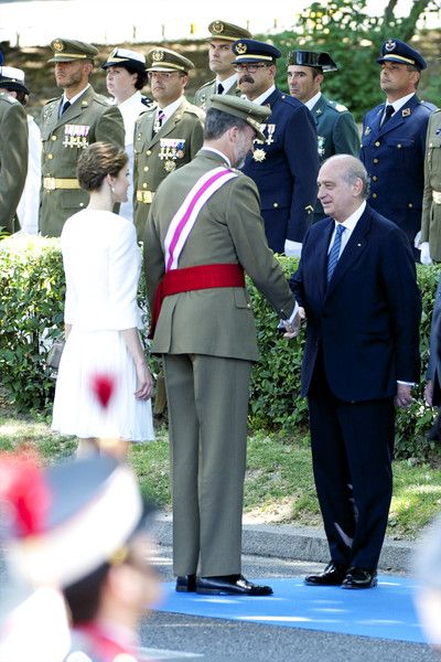 Queen Letizia of Spain Photos - Spanish Royals Attend Armed Forces Day 2015 - Zimbio