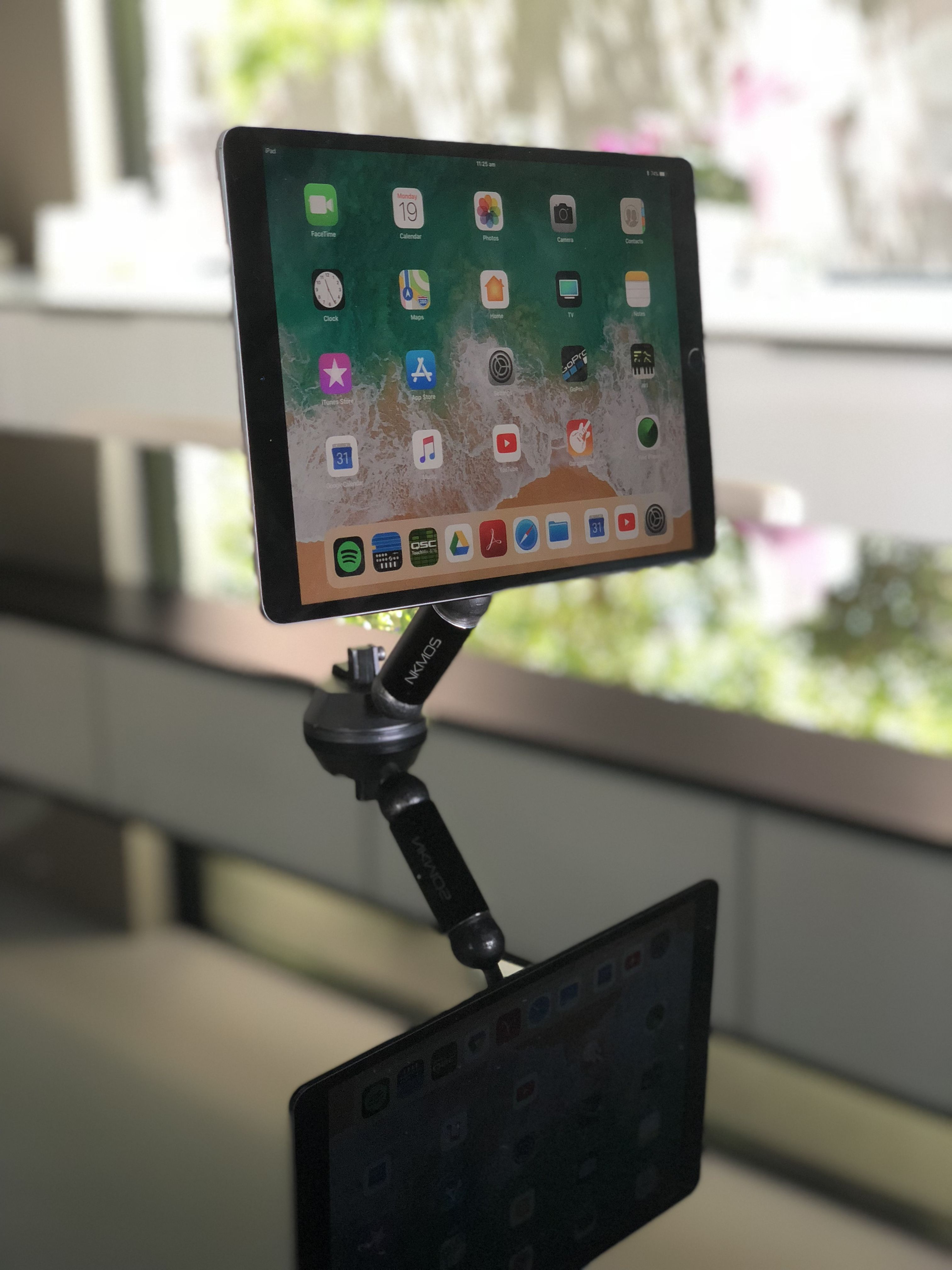 Sleek And Stylish Magnetic Modular Mount Featuring Dual