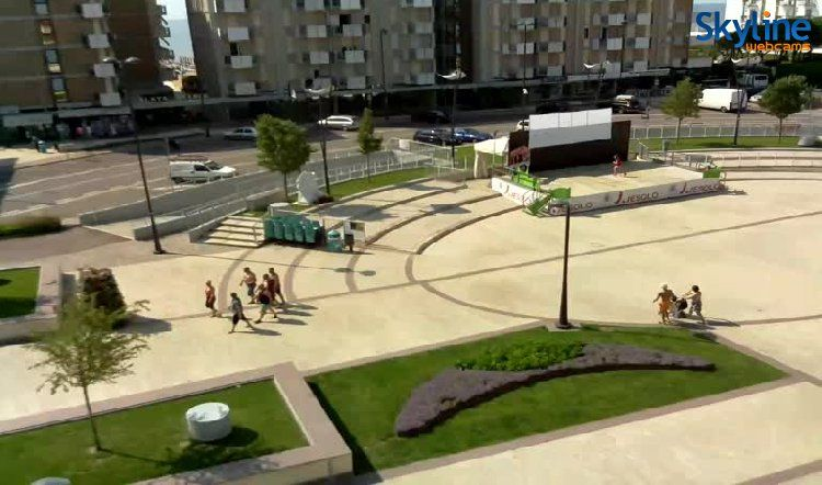Jesolo - Piazza Milano. Watch this beautiful live cam visiting our web site!