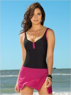 a274b3fc9b64 Una segunda opción en trajes de baño es uno con terminado en falda ...