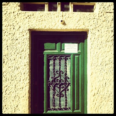 """La Puerta """"No sabía que había detrás de la puerta pero sabía que si no entraba nunca lo sabría, entró y supo, una vez dentro, que no sabría qué habría pasado si no hubiera entrado"""" #instarrelatos"""