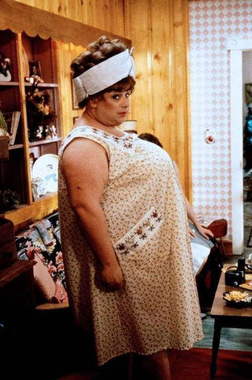 Divine as Edna ... why don't I own any vintage housedresses yet? It seems  all vintage fatties had those, I'll have to ke… | John waters, Hairspray  movie, Hairspray