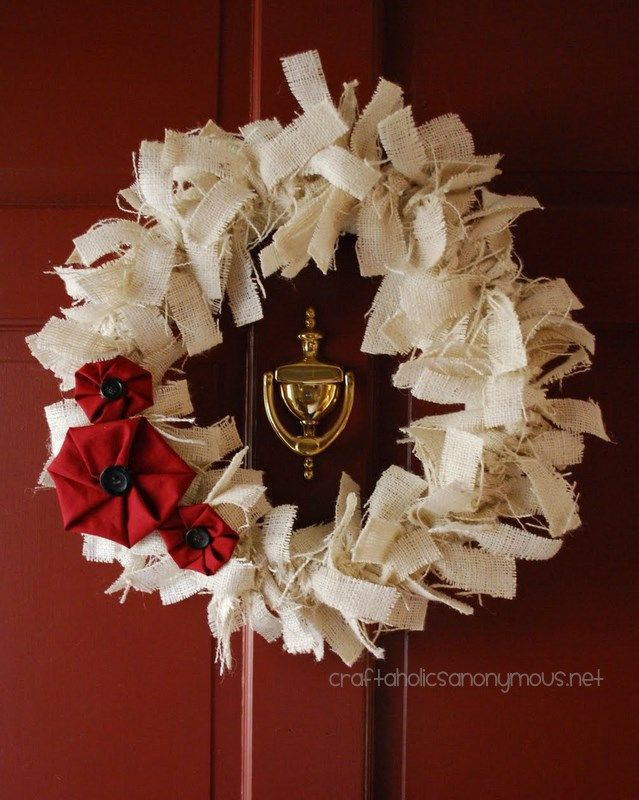 Looking for Christmas Wreaths to Make?  This is one wreath you'll definitely want to make this holiday season! Its super easy to make, requires few supplies and is fantastic for all skill levels! Plus it could easily transition to be a winter wreath for January.