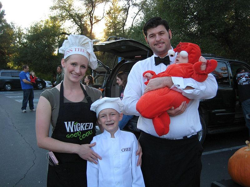25 homemade matching family halloween costumes this could be a local culinary hit costumes everywhere pinterest costumes families and homemade - Halloween Costumes Matching