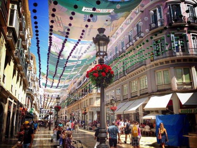Calle Larios ya está preparada para la feria. Imagen de Victor Garrido de www.welovemaga.com