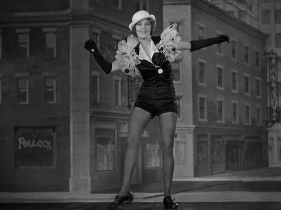 """Ruby Keeler (1910-1993) im Filmdrama und Musical """"Die 42. Strasse"""" (1933)."""