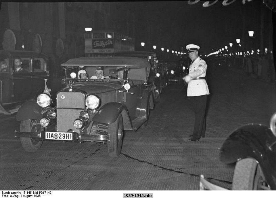 Berlin, Olympics, Unter den Linden in the evening, August 1936, photo 3 of 3. Bundesarchiv