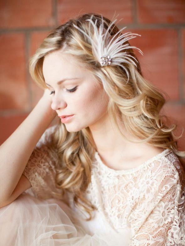 One side pulled back   Bridal hair fascinators, Fall wedding hairstyles, Wedding hairstyles for ...