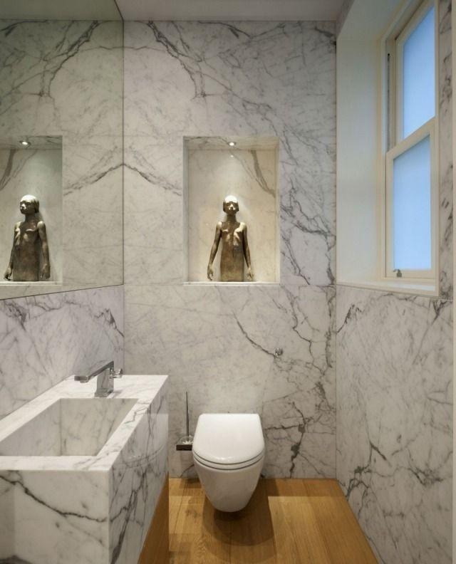 Marmor Badezimmer Wände Boden Mit Holz Verkleidet Einbauregal Dekorative  Figur
