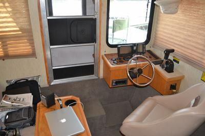 Trailerable Houseboats Review of a trailerable Nomad houseboat