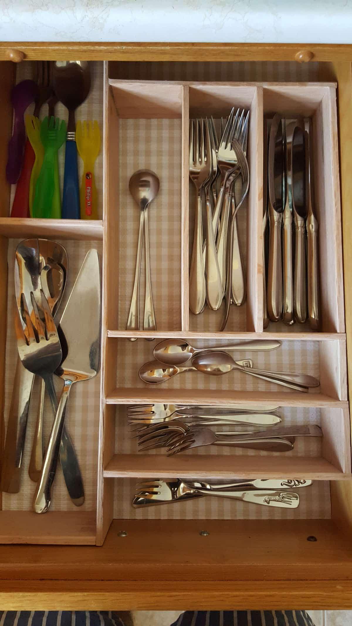 Besteckkasten für Schublade bauen: Schubladeneinsatz in 5 Schritten |  Schublade bauen, Besteckkasten, Selber bauen