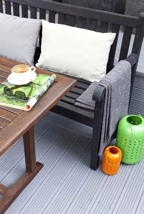 easy ideas for adding colour to the garden gardens. Black Bedroom Furniture Sets. Home Design Ideas