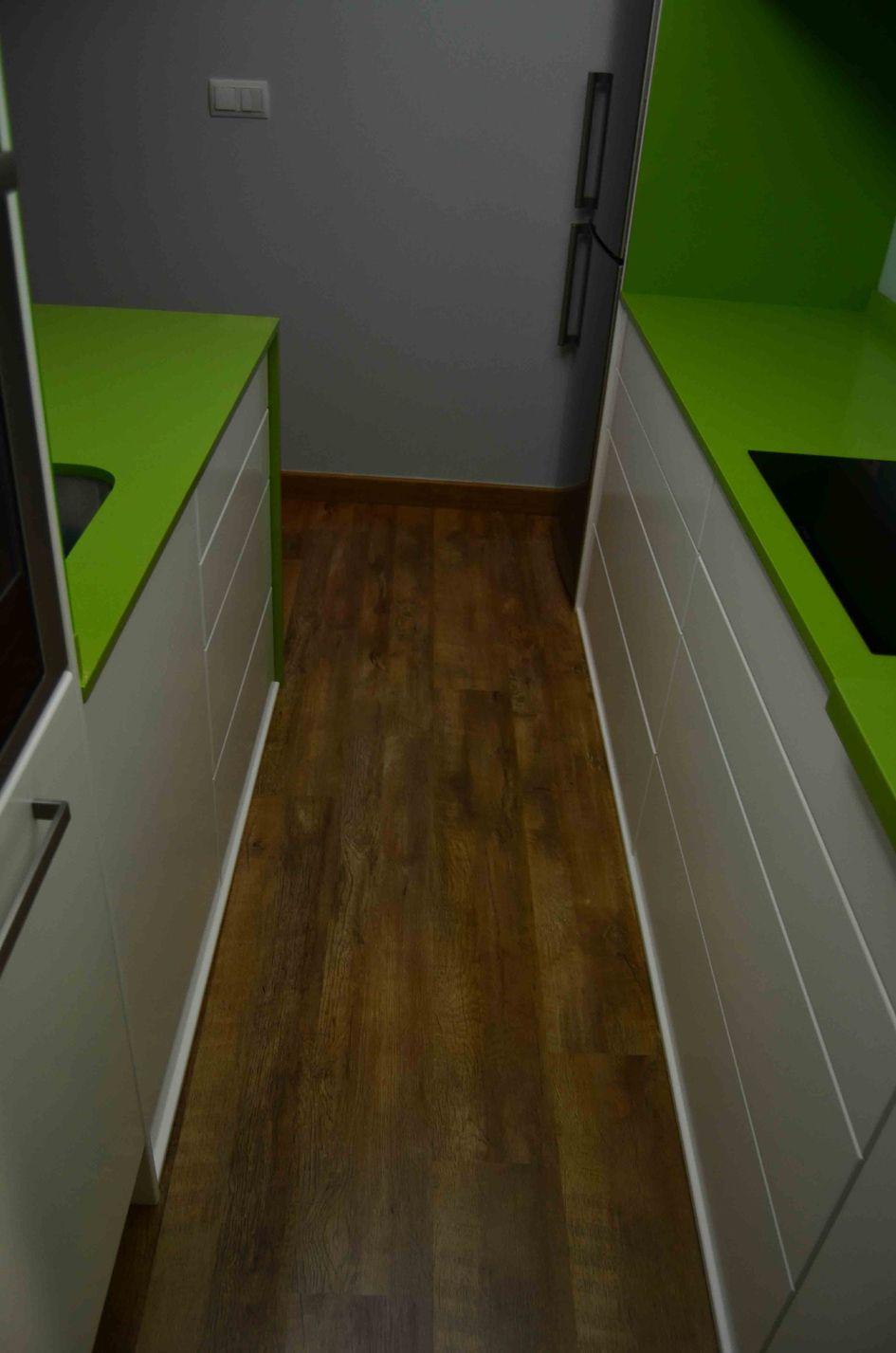 Se trata del desarrollo de una cocina lineal de escasas dimensiones ...