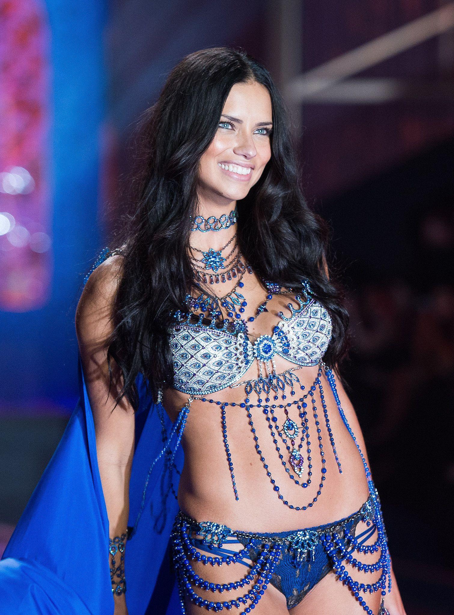 Adriana Lima See Nude Photos 57