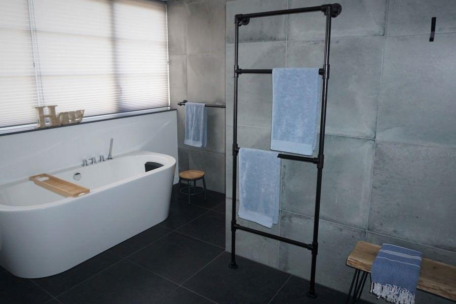 Handtuchhalter In 2020 Schwarze Rohre Handtuchhalter Kreatives Design