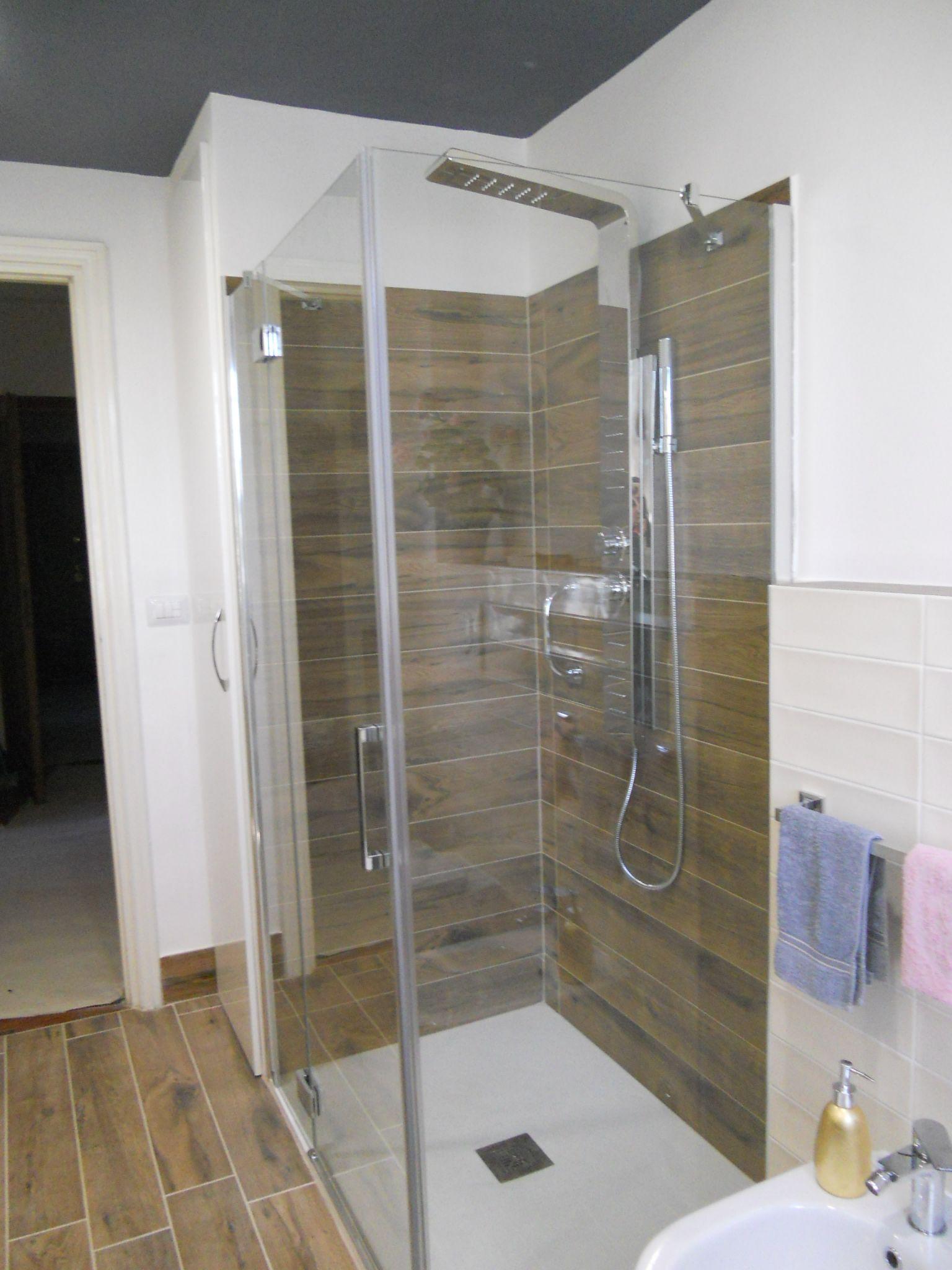 Box doccia | Bagno effetto legno | Pinterest | Box doccia, Bagno e ...