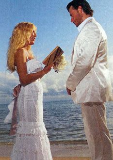 Tori Spelling Fiji Wedding Photos Tori Reading Her Vows To Dean