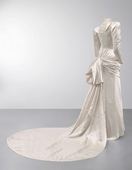 Balenciaga Wedding Dress 1945 From The Cristobal Museum