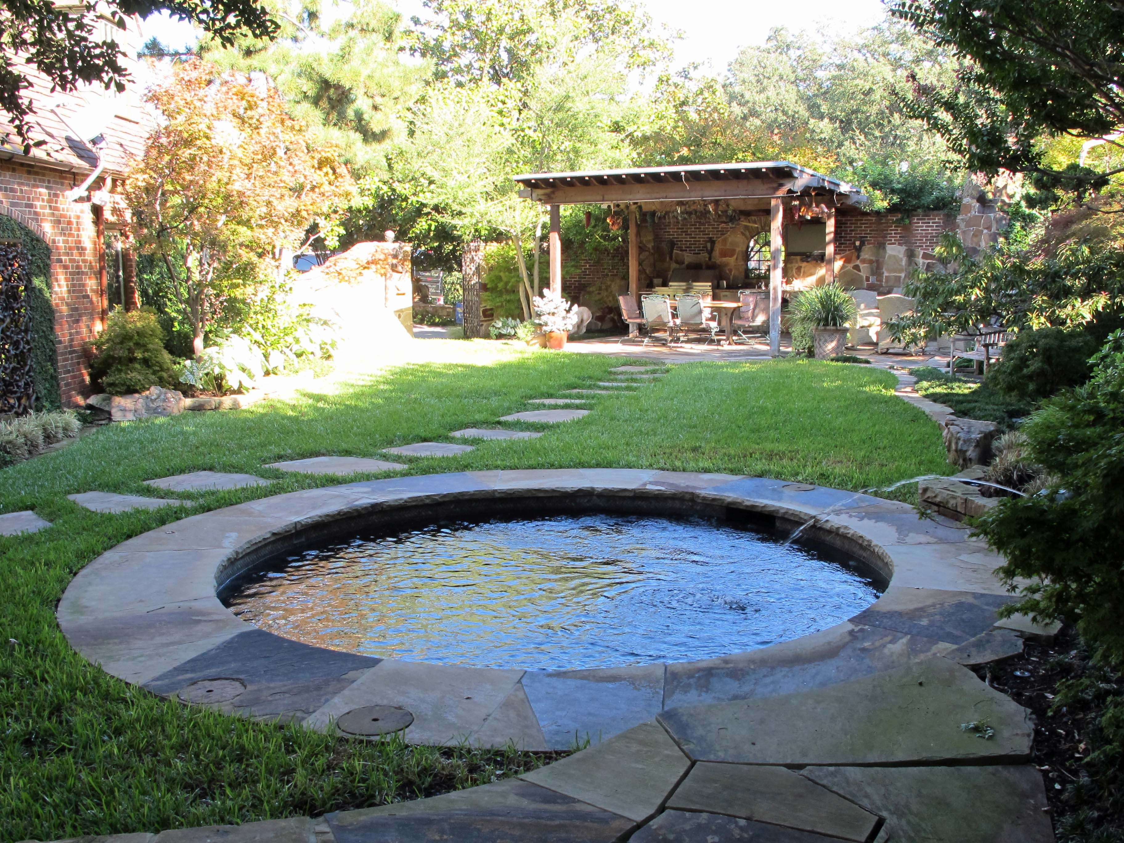 Round Pool And Pergola. Exactly What An Urban Home With Limited Back Yard  Space Needs