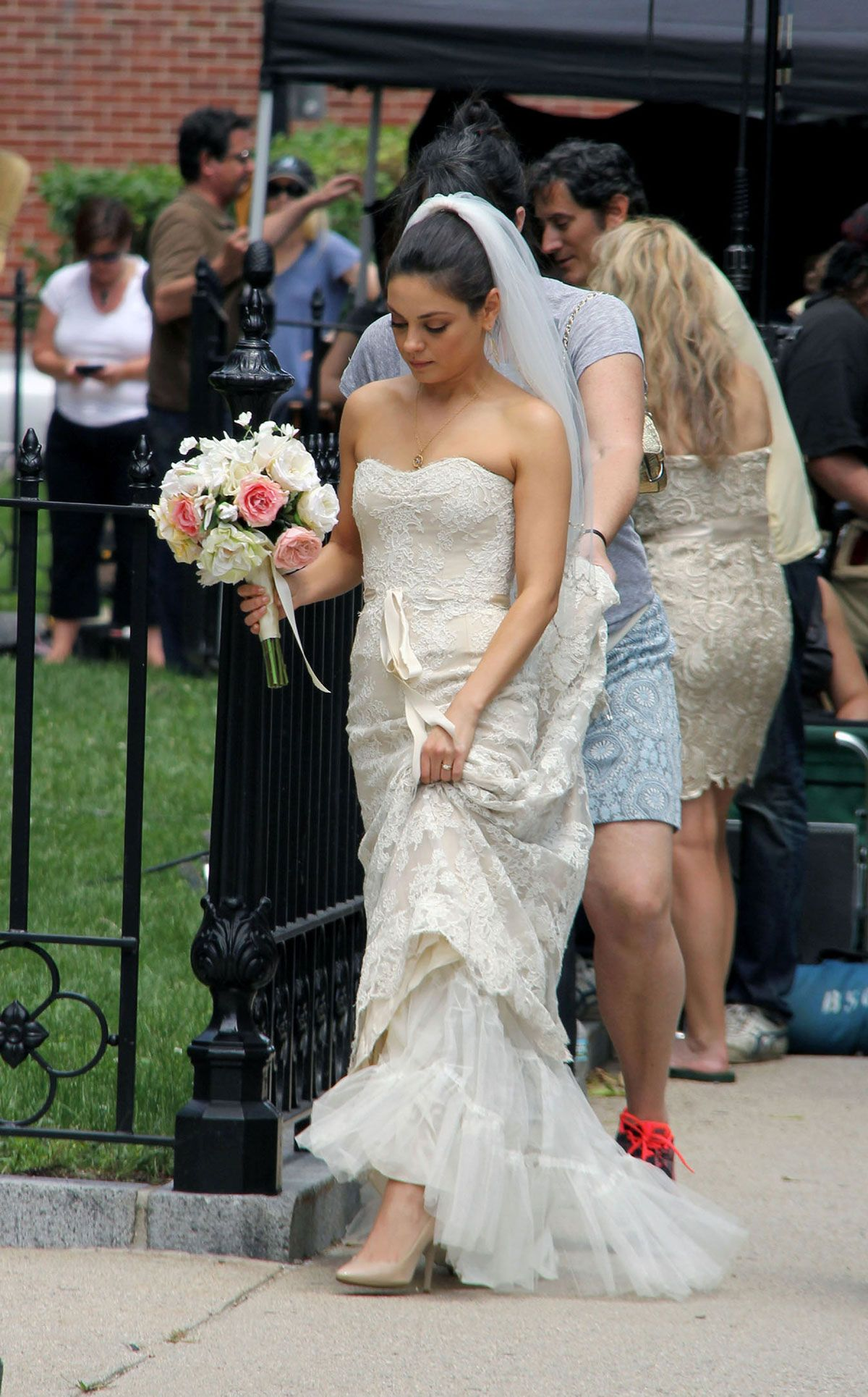 Mila Kunis Wedding Dress And Hair Ideas Wedding Dresses Wedding Scene Dresses