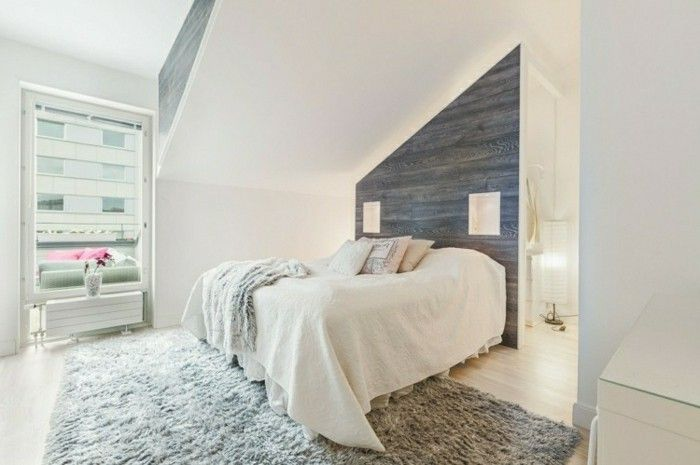 schlafzimmer einrichten mit dachschräge und graue akzentwand und