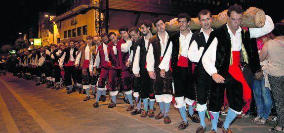 Llanes Celebra Las Fiestas De La Magdalena Plantando Su Mitica