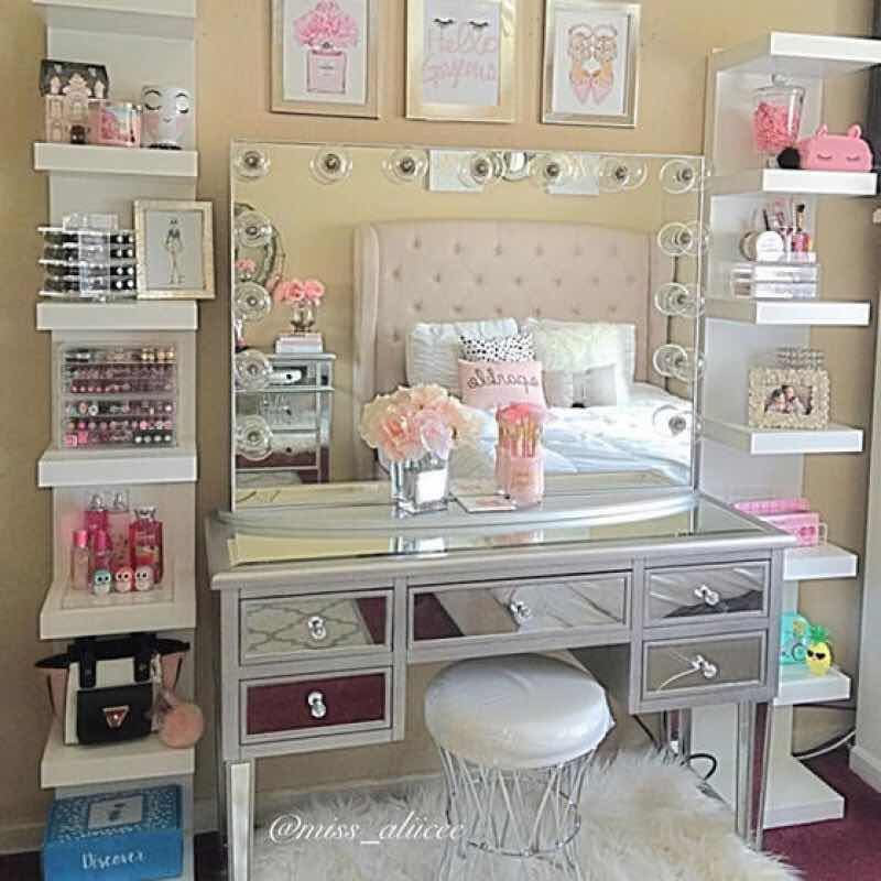 31 fascinantes tocadores con espejo de luces que te - Best way to organize bedroom furniture ...