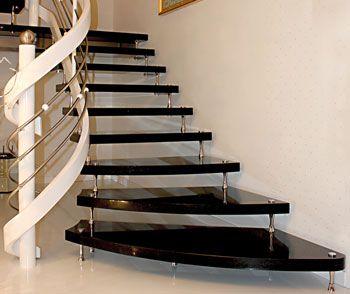 Granit Treppenstufen freitragende treppe granit mit holzgeländer granittreppen