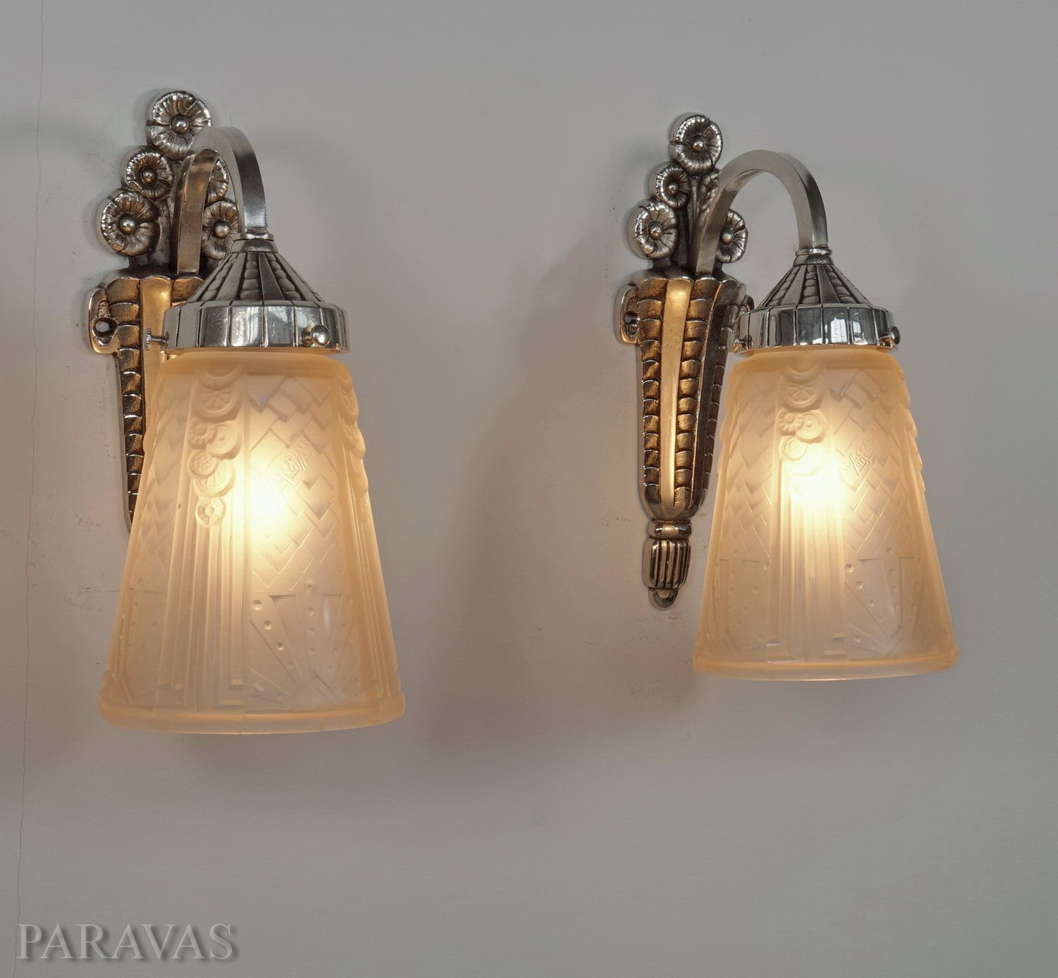MULLER FRERES pair of French 1930 art deco wall sconces paravas