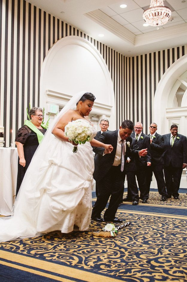 24 Couples Who Honored Their History And Jumped The Broom Marry