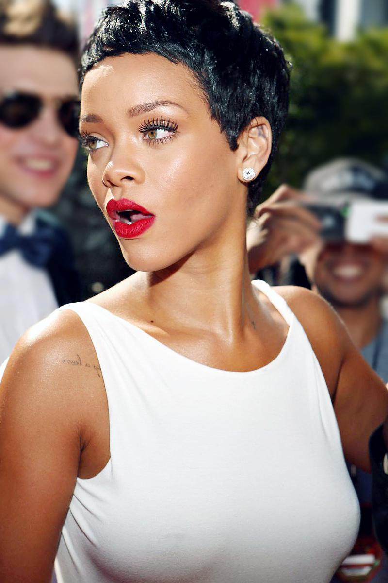 Rihanna Rihanna Hairstyles Short Hair Styles Rihanna