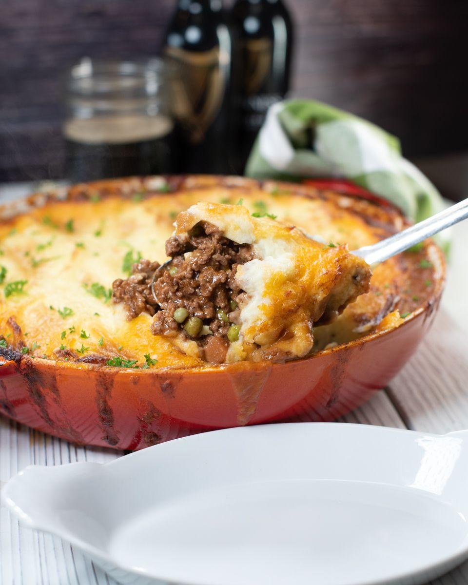Classic Shepherd S Pie Recipe In 2020 Shepherds Pie Full Meal Recipes Beef Recipes