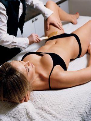 Her erotic bikini wax