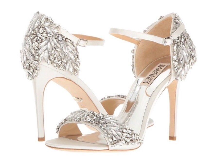 74a3fc38630 Badgley Mischka Wedding Shoes Tampa White Satin High Heels 10M  325 ...