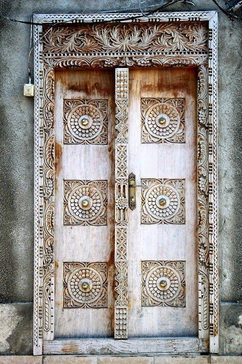 Stone Town Zanzibar has a lot of beautiful history \u0026 Eastern architecture like this stunning wooden Arabic door with an intricate frame \u0026 brass knob. & Pin by kunisukari on DOORSGATESWINDOWS | Pinterest | Balinese ... Pezcame.Com