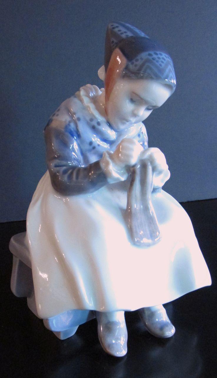 Royal Copenhagen Porcelain Figurine 1314 Amager Girl Knitting Knitting All Royal
